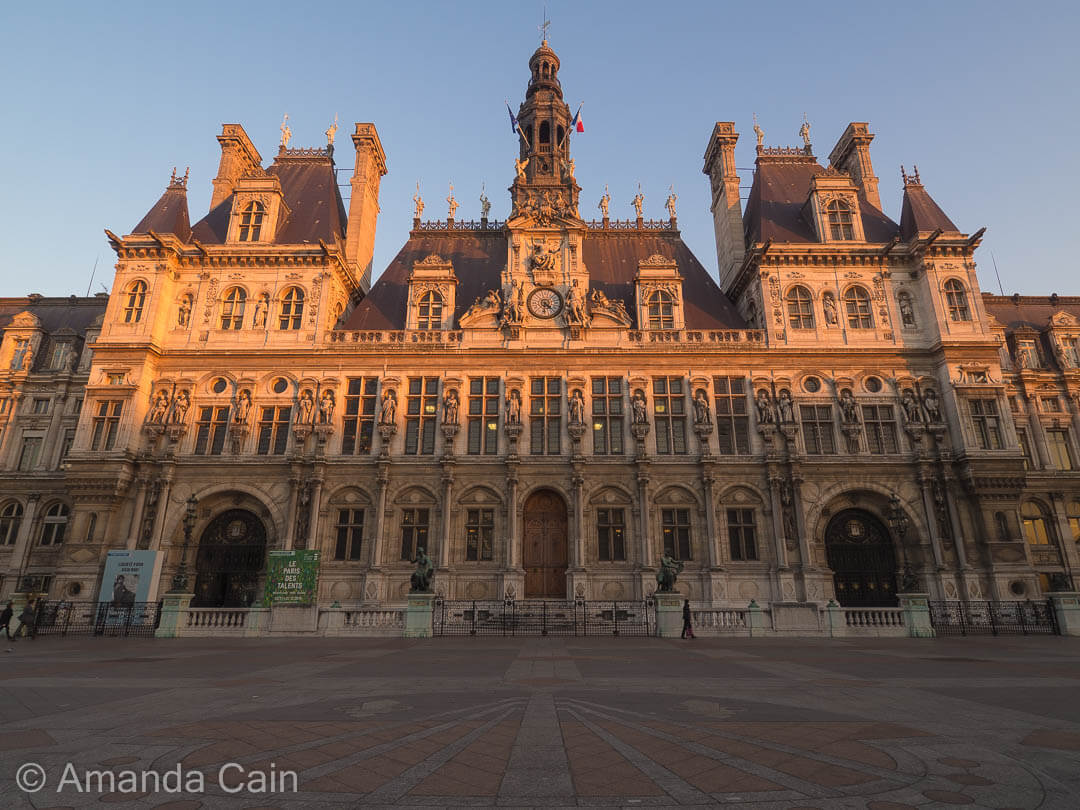 Paris's Hotel de Ville at sunset.
