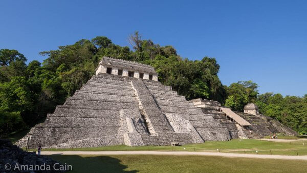 The Temple of Inscriptions is the big pyramid on the left, and on the right is the temple with the tomb of the Red Queen.